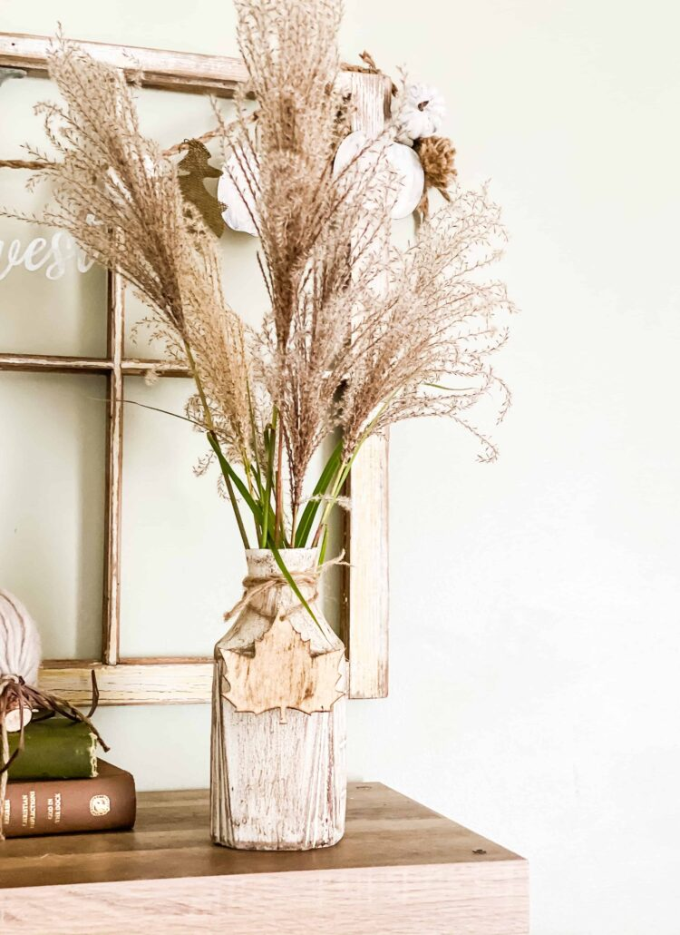 vase with pampas grass