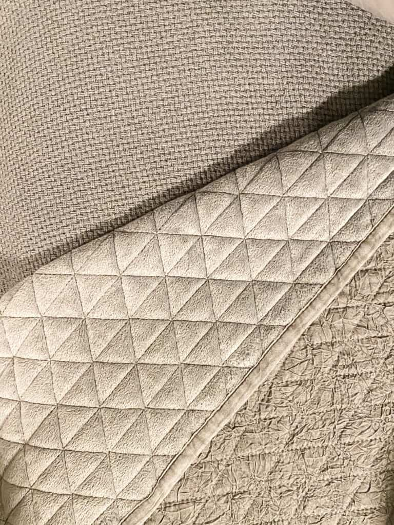 gray blanket and quilt